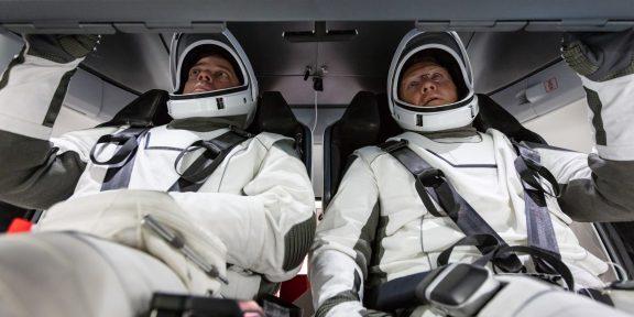 SpaceX впервые отправила людей в космос. Вот как отреагировали в Сети