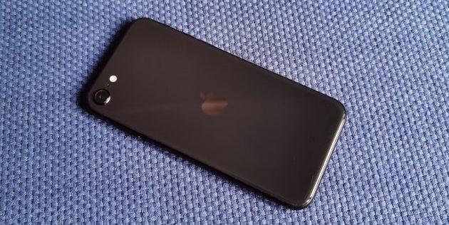 iPhone SE 2020: лаконичное оформление тыльной стороны