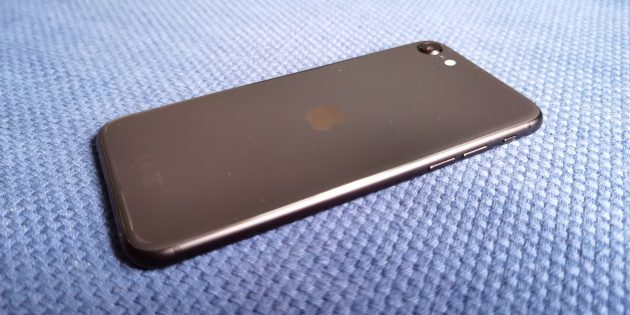 iPhone SE 2020: боковая грань