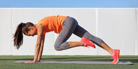 Тренировка дня: бёрпи с ногами на стене и серьёзная прокачка ягодиц