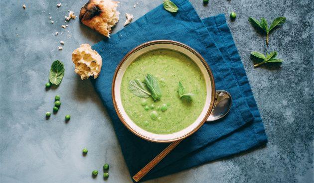 Холодный суп-пюре из зелёного горошка с мятой
