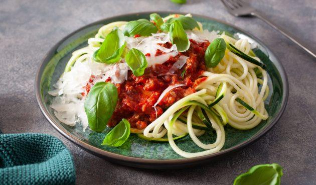 Спагетти из кабачков с соусом болоньезе
