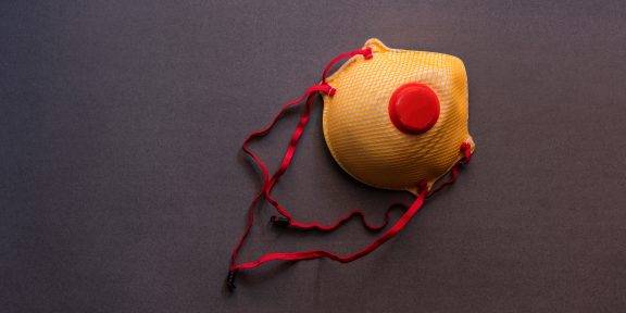 Почему маска с клапаном не подходит для защиты от коронавируса