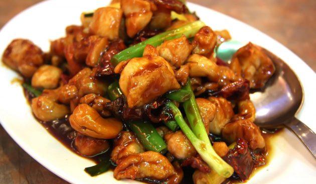 Жареная курица с кешью по-тайски