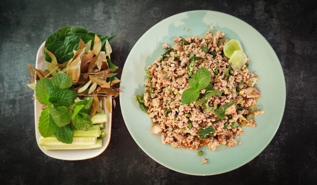 Салат со свининой «Лааб»