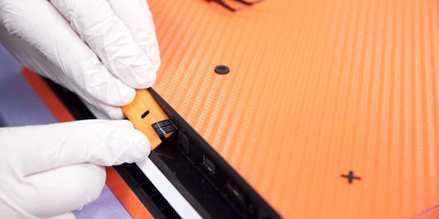 Как убрать клей от наклейки: удалите остатки клея