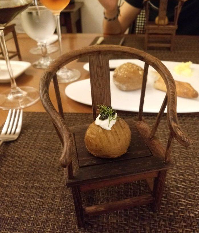 подача картофеля на стульчике
