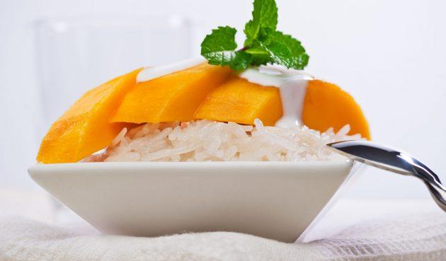 Тайский рис с манго и кокосовым молоком