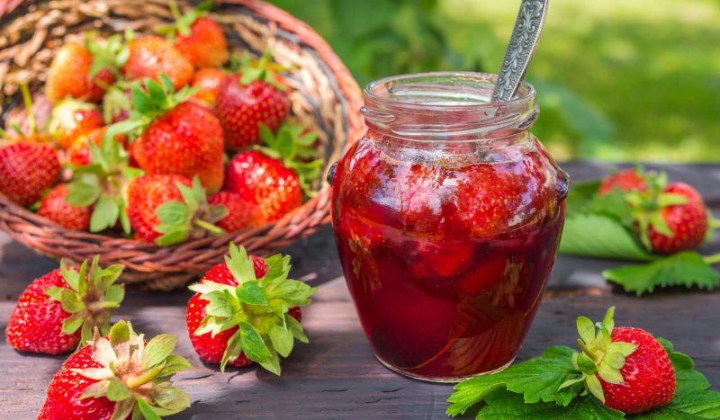 Варенье из клубники с целыми ягодами