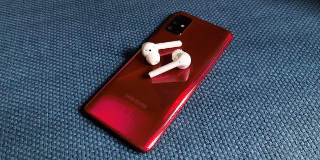 Huawei FreeBuds 3i: с устройствами от других брендов необходимо удерживать кнопку на зарядном кейсе