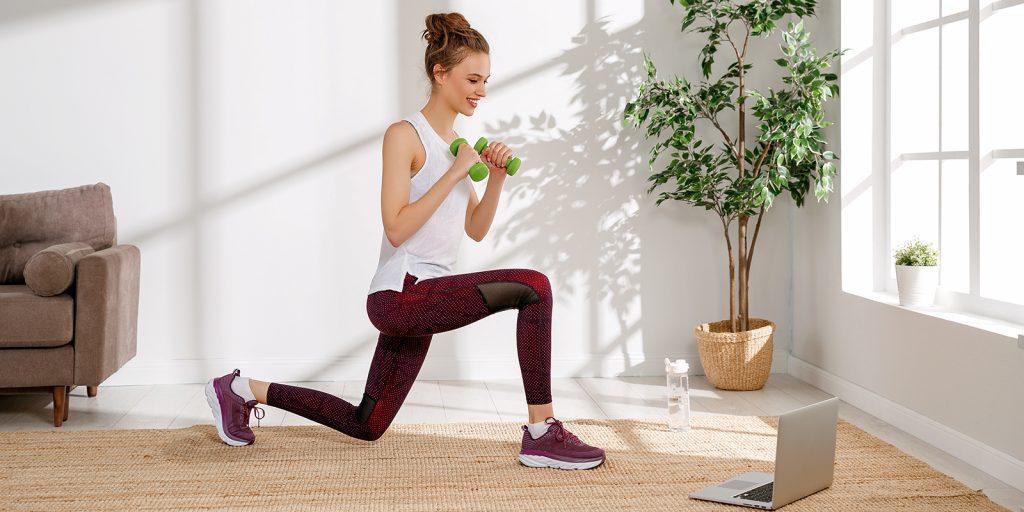 Тренировка дня: комплекс для красивых ног и попы от фитнес-модели