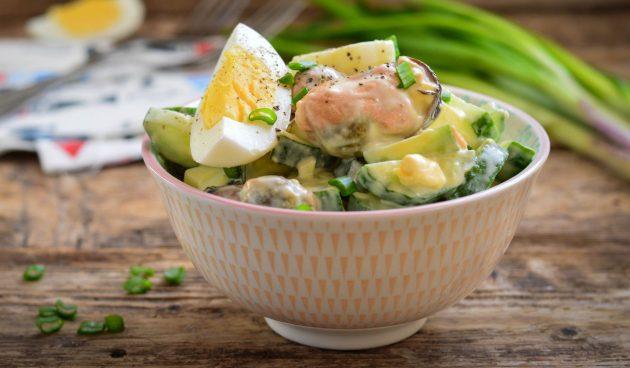 Салат с мидиями, огурцом и яйцами