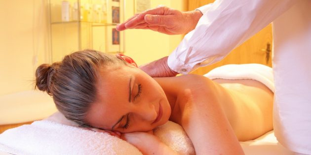 Подарок жене на день рождения: сертификат на массаж или в SPA-салон