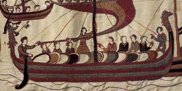 Викинги со своим драккаром