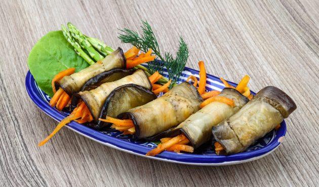 Рулетики из баклажанов с морковью по-корейски