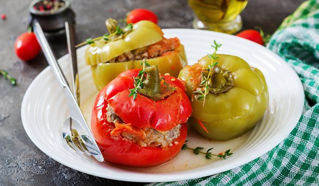 Перцы, фаршированные гречкой и мясом