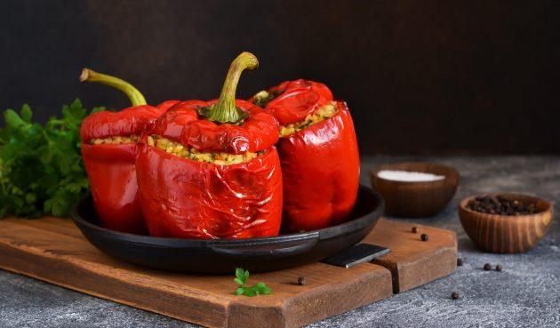 Фаршированные перцы с булгуром и овощами