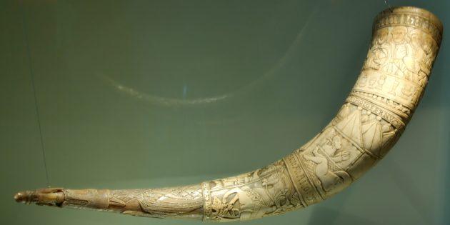 Резной рог для питья 1598года, изготовлен Brynjólfur Jónsson из Skarð, Южная Исландия