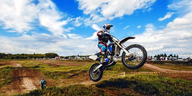 скидки: катание на кроссовом мотоцикле (−77%)