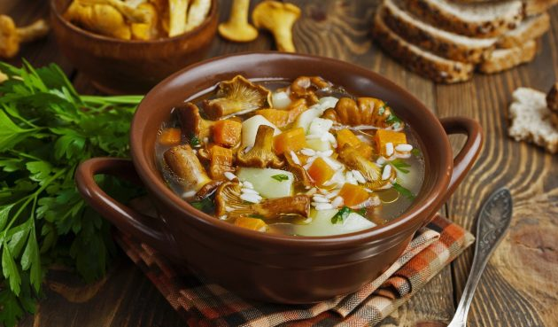 Суп с лисичками и рисом