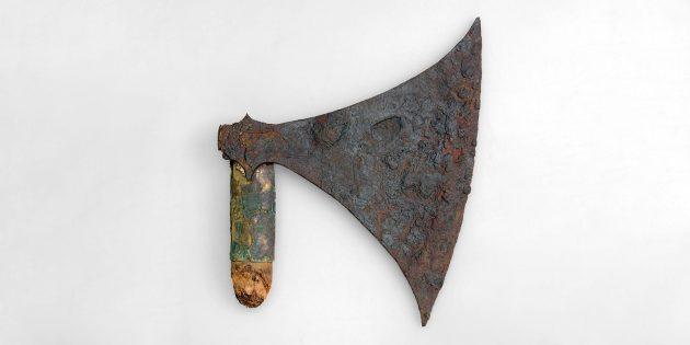 Топор викингов с обломившейся рукоятью
