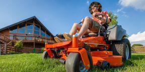 Чем косить траву на загородном участке