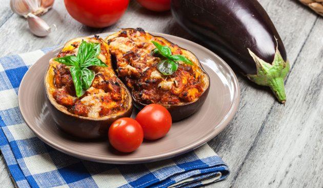 Баклажаны, фаршированные мясом, сыром и овощами