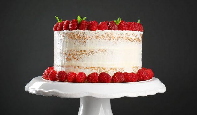Торт с малиной и белым шоколадом