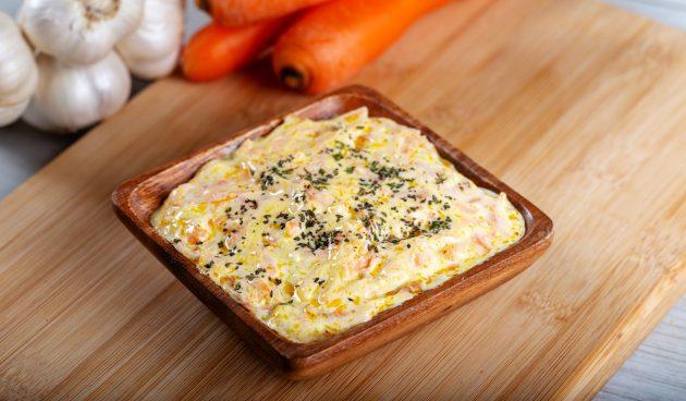 Салат из моркови с чесноком и йогуртом