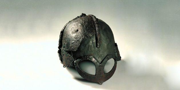 Шлем викинга с другого ракурса