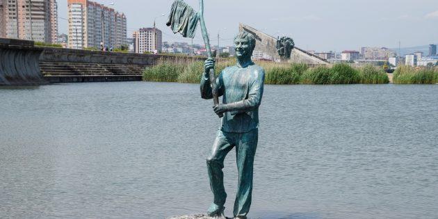 Достопримечательности Новороссийска: памятник Геше Козодоеву