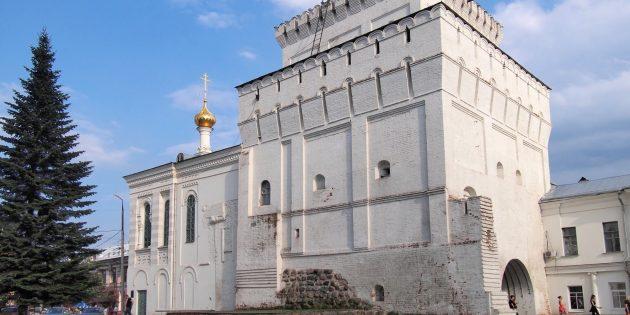 Что посмотреть в Ярославле: Власьевская башня и Знаменская церковь