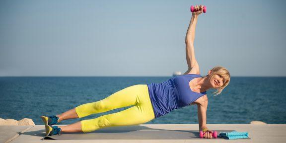 Тренировка дня: простой комплекс для укрепления рук и плеч