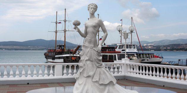 Достопримечательности Геленджика: скульптура «Белая невесточка»