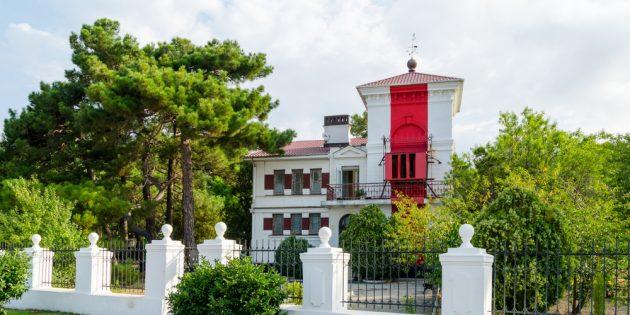 Что посмотреть в Геленджике: геленджикский створный маяк
