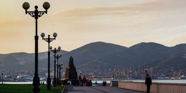 Достопримечательности Новороссийска: центральный городской пляж и набережная