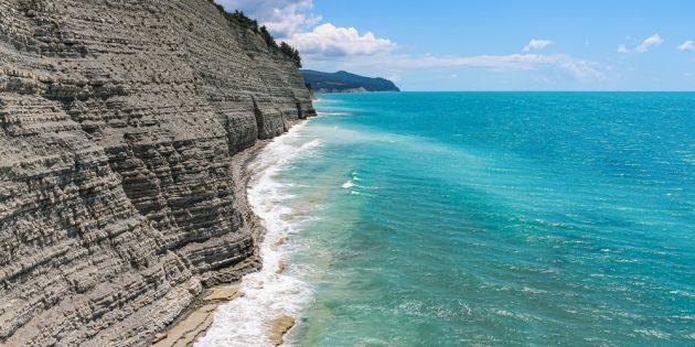 Куда сходить в Геленджике: дикий пляж «Сосновка»