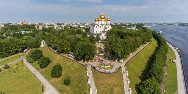 Что посмотреть в Ярославле: Успенский кафедральный собор и памятник Святой Троице