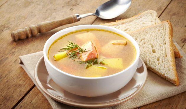 Простой суп с красной рыбой