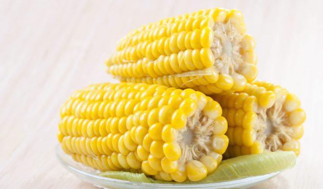 Кукуруза, варенная в молоке со сливочным маслом