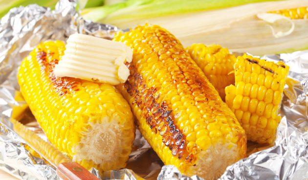 Кукуруза, запечённая в фольге с соевым соусом