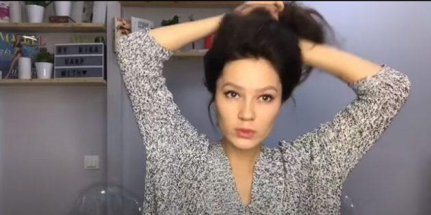 Соберите волосы в высокий хвост