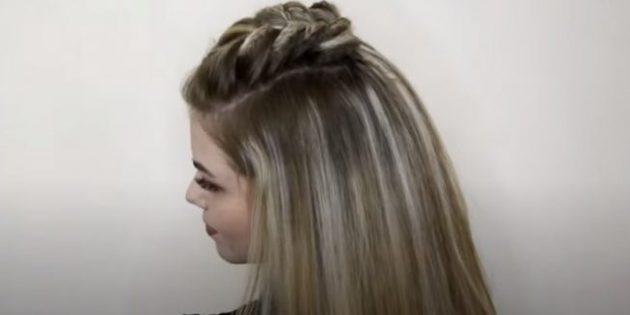 Распустите собранные внизу волосы и расчешите их