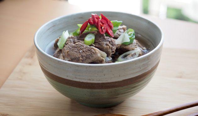 Корейский суп кальбитан с рёбрышками