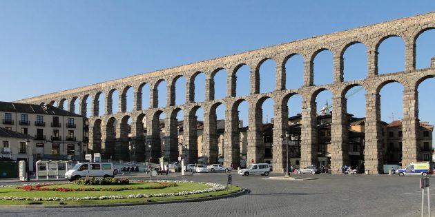 памятники архитектуры: акведук в Сеговии