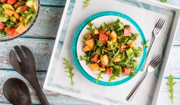 Салат с дыней, арбузом и огурцом