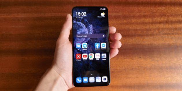 Xiaomi Poco F2Pro явно не рассчитан на обладателей маленьких ладоней