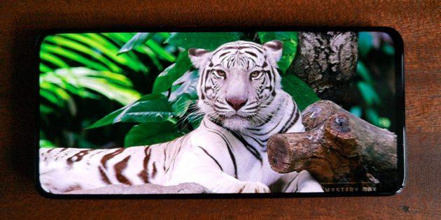 Xiaomi Poco F2Pro имеет дисплей Super AMOLED