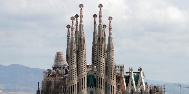 необычная современная архитектура: храм Святого Семейства