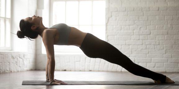 Тренировка дня: 8 минут для красивой фигуры и здоровой спины